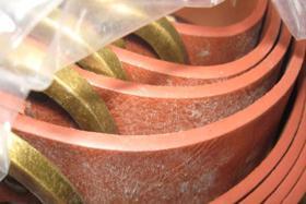 Formazione di macchie su gomma
